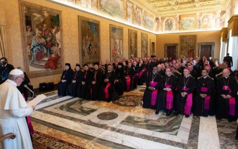Папата ги поттикна новите епископи на светост
