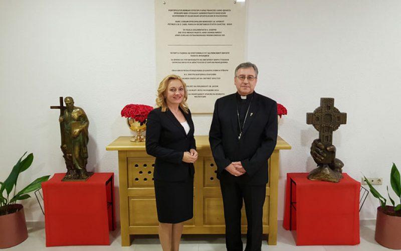 Бискупот Стојанов ја прими европратеничката Петир
