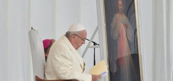 Папата до младите: Не плашете се да се одлучите за Исус