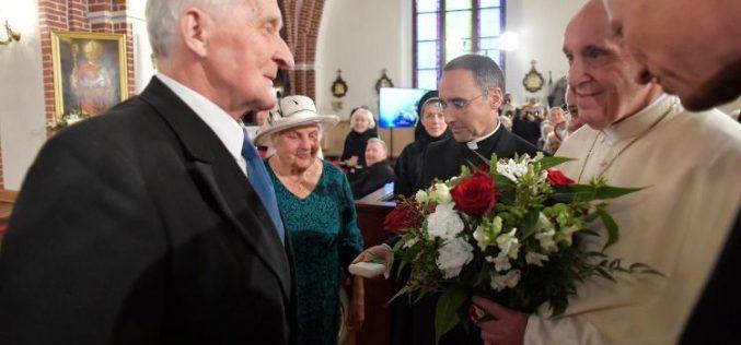 Папата Фрањо во Рига: Вие сте корени на народот