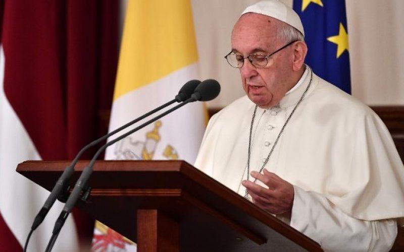 Папата: Човечкиот развој се мери и со способноста за раст и создавање на потомство