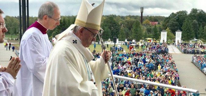 Папата во светилиштето Мајка Божја Аглонска