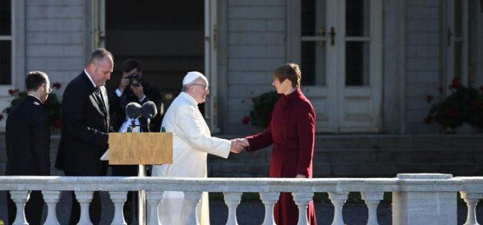 Папата од Талин: Благосостојбата не секогаш е знак за добар живот