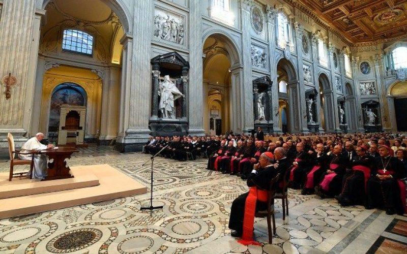 Папата Фрањо: Треба да се сведочи убавината на бракот