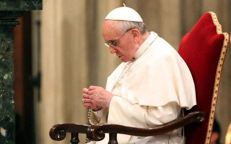 Папата повика во октомври секојдневно да се моли Света Бројаница