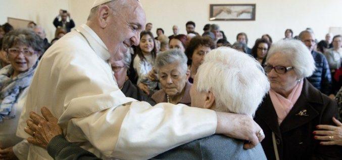 Папата: Старите луѓе се стебло кое постојано дава плод