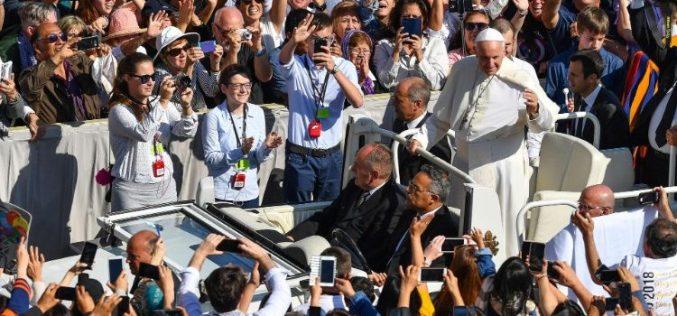 Папата ја отвори Епископската синода посветена на младите