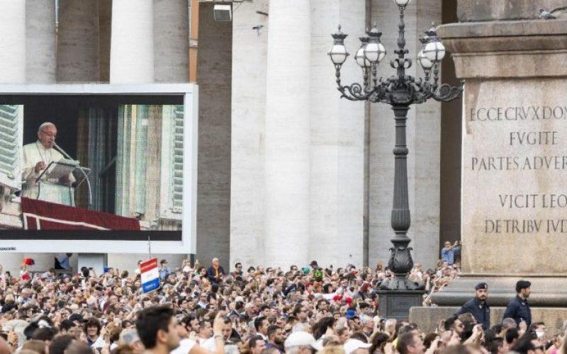 Папата повторно повика на секојдевна молитва на Бројаницата во октомври