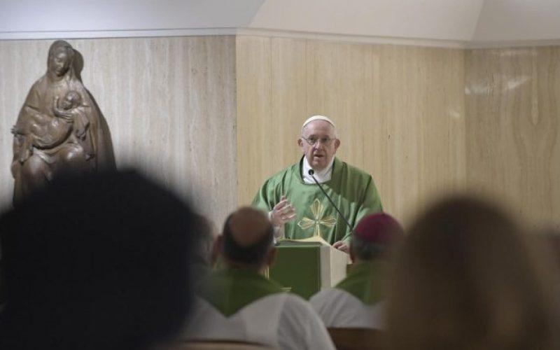 Папата: Претпазливо со демоните кои учтиво и љубезно влегуваат во вашата душа
