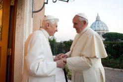 Папата Фрањо во посета на почесниот папа Бенедикт XVI