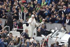 """Папата: """"Да не се љуби"""" е првиот чекор кон убиство"""