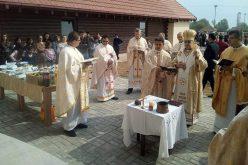 Осветен свештеничкиот дом и социјалниот центар во Сарај