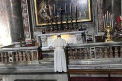 Папата Фрањо го посети гробот на свети Иван Павле II
