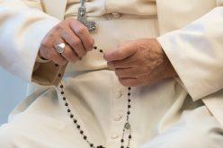 Папата изрази сочувство за жртвите од земјотресот и железничката несреќа