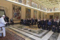 Папата: Евангелизацијата се живее одејќи со народот