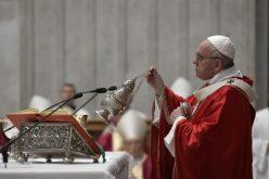 Папата: Животот шири светлина ако се троши
