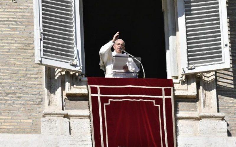 Папата: Да вложуваме во мирот, а не во војната