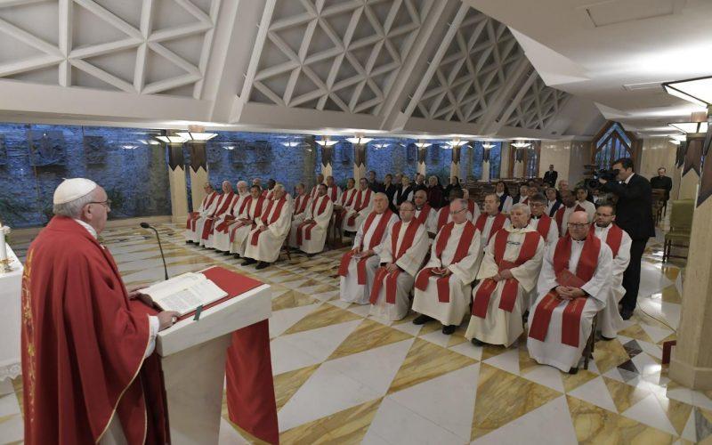 Папата: Епископот е слуга, а не принц
