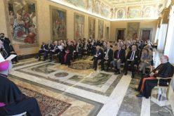 Папата до научниците: Убедете ги општествата за нуклеарно разоружување