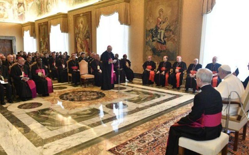 """Папата: Ширете ја """"евхаристиската култура"""""""