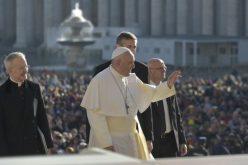 Папата: Заповедите му помагаат на човекот да го отвори срцето за Бог