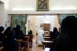 Папата: Црквата е благодарна на Бог за клаузурните заедници