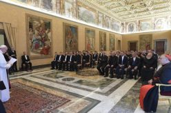Папата: Црквата е повикана да го слуша крикот на човештвото