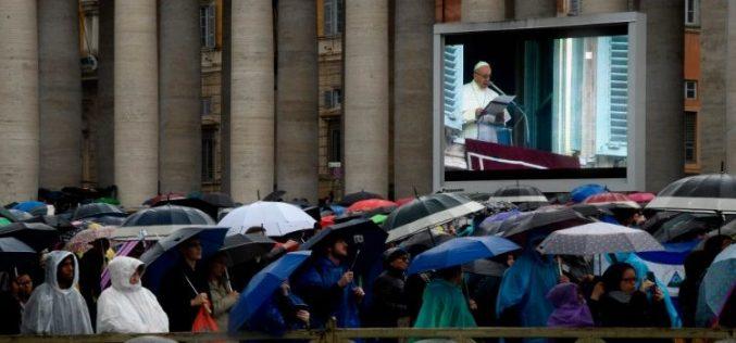 Папата моли за мир во Украина