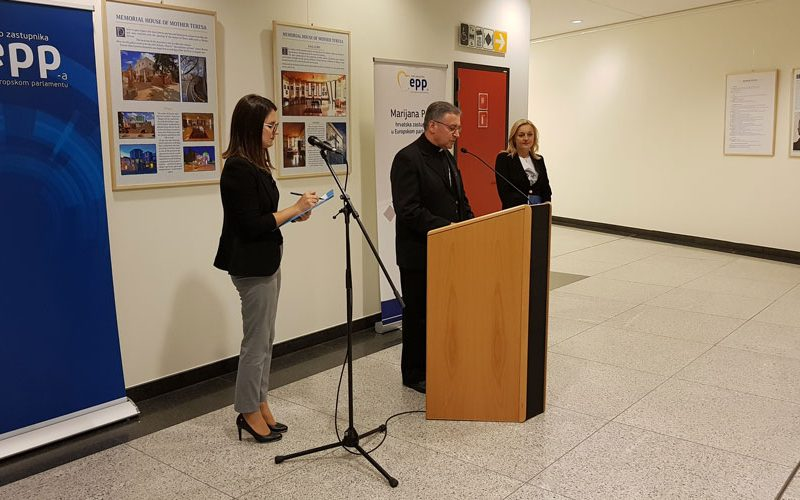 Во Европскиот парламент бискупот Стојанов ја отвори изложбата за Света Мајка Тереза