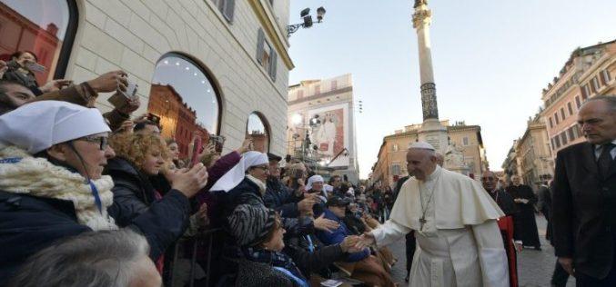 Папата ја молеше блажена Дева Марија да биде со семејствата во тешкотии