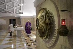 Папата: Прославете го Божиќ со вистинска вера