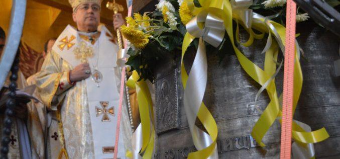 Епископот Стојанов ги освети новите камбани на Струмичката катедрала