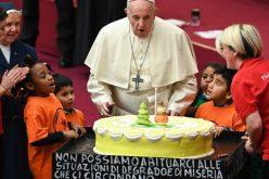 Папата ги поздрави монахињите и волонтерите во амбулантата Света Марта