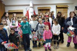 Во Скопје и Гостивар се одржа божиќна работилница за деца