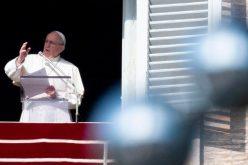 Папата мисли на оние кои го слават Божиќ разделени од своите семејства