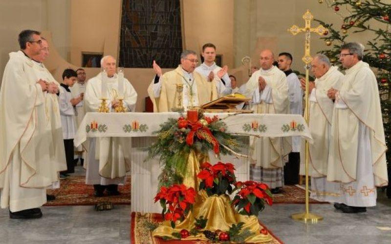 Бискупот Стојанов служеше Божиќа Миса во Скопската катедрала