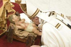 Папата на божиќната света Миса: Со прифаќањето на Исус се менува историјата на секој поединец.