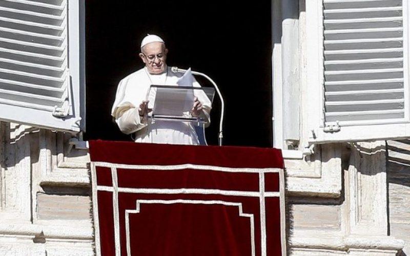 Папата Фрањо: Исус е благослов за секој човек и за целото човечко семејство