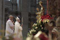 Папата: Да ја примиме во својот живот Царицата на мирот