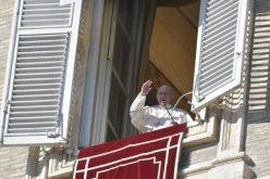 Папата Фрањо: Како мудреците храбро да ги отвориме срцата за Исус