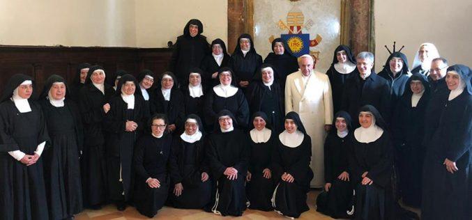 Папата Фрањо ги изненади кларисите во Умбрија