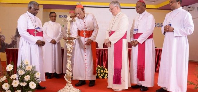 Папата до индиските епископи: Живејте го својот повик радосно и великодушно