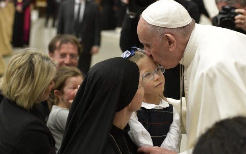 Папата Фрањо: Молете го Бог како што детето го моли својот татко