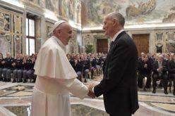 Папата до италијанската полиција: Чувајте ги корените на идентитетот