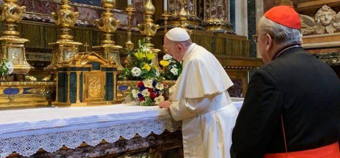 Папата ја посети базиликата Света Марија Велика во пресрет на патувањето во Панама