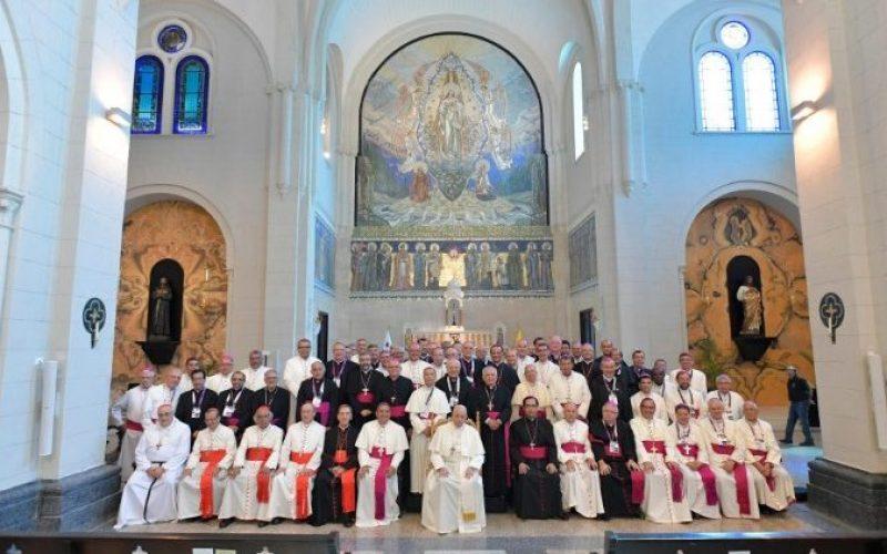 Папата до епископите: Бидете гласот против неправдата и сиромаштвото