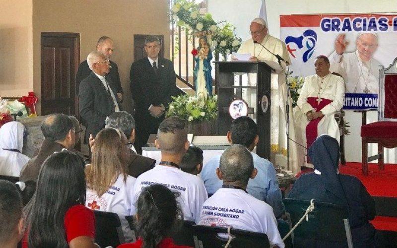 Папата го осуди терористичкиот напад во Филипините