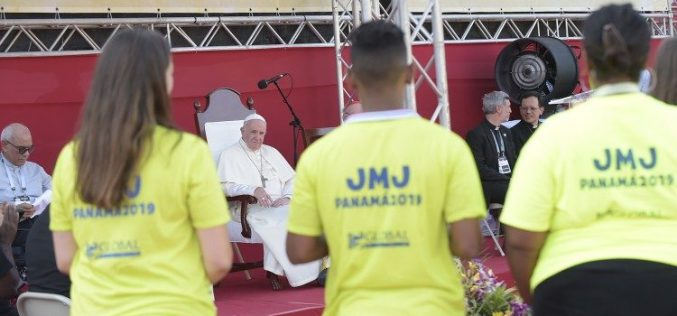 Папата: Научете да го ставате посланието на прво место