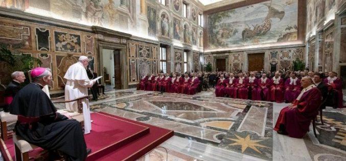 Папата: Единството и верноста се камен-темелници на Бракот