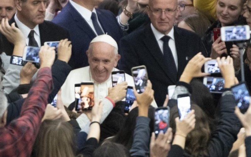 Папата: Младите се квасецот на мирот во светот